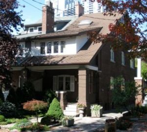 This home sale in Davisville Village went fast. Here's the front view of 54 MANOR ROAD EAST DAVISVILLE VILLAGE from Jethro Seymour, one of the leading Toronto Real Estate Broker