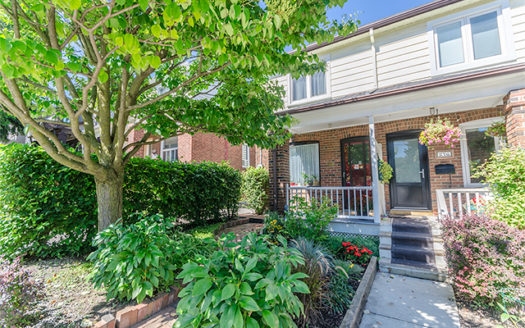 278 Roselawn | Home for sale in Davisville Village by Top 1% real estate Broker Jethro Seymour. Buying or selling call for expert advice - 416-712-0767